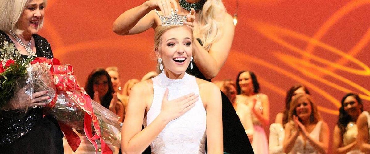 Callie Walker being crowned FINL7457